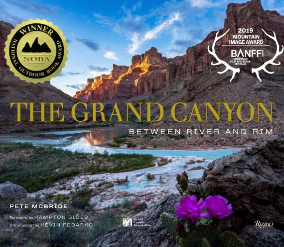 The cover of The Grand Canyon: Between River and Rim book
